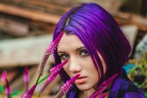 Buyer's guide to select the best purple hair dye